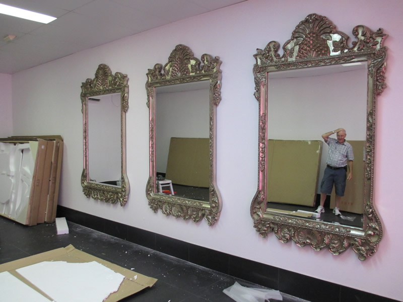 mirror hanging showrooms